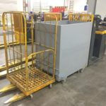 Industriële heftruck met verzamelwagen