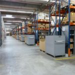 De inzamelwagens van de Autoloadbailer kunnen makkelijk in het gangpad worden geplaatst.